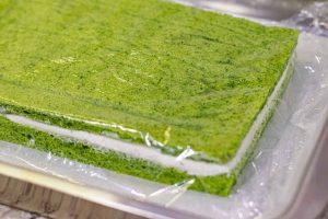 tapar bizcocho para pastelitos salados con espinacas