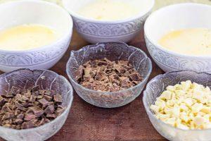 agregar chocolate a mezcla de mousse para pastel