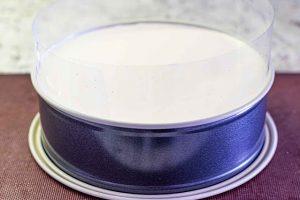 dejar enfriarse el pastel de mousse en nevera