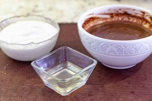 derretir gelatina y agregar al chocolate para pastel con mousse