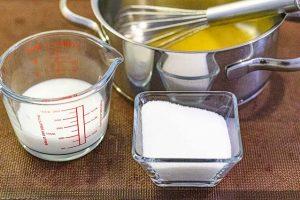 agregar azucar para crema charlotte y remover