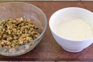 juntar relleno de setas con salsa para crepes