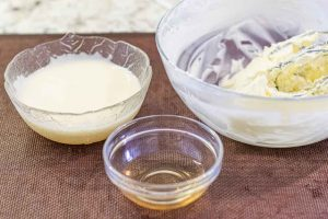 mezclar crema charlotte con mantequilla