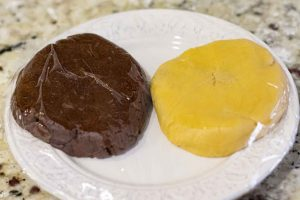 dividir masa de galletas de vainilla y chocolate