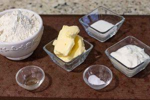 preparar ingredientes para galletas rellenas en forma de pera