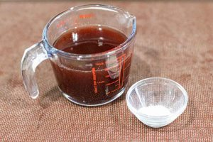preparar tacos de gelatina para decorar pastel con cerezas