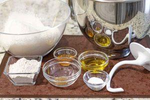 agregar resto de ingredientes a masa de pan casero