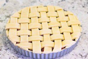 cortar masa sobrante y enfriar tarta de cerezas