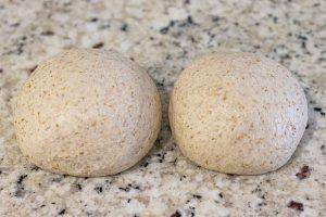 dar forma de pan a la masa