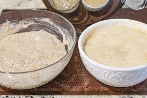 juntar masa con harina integral y normal para pan