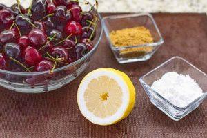 mezclar cerezas con limon azucar y harina para tarta de cerezas