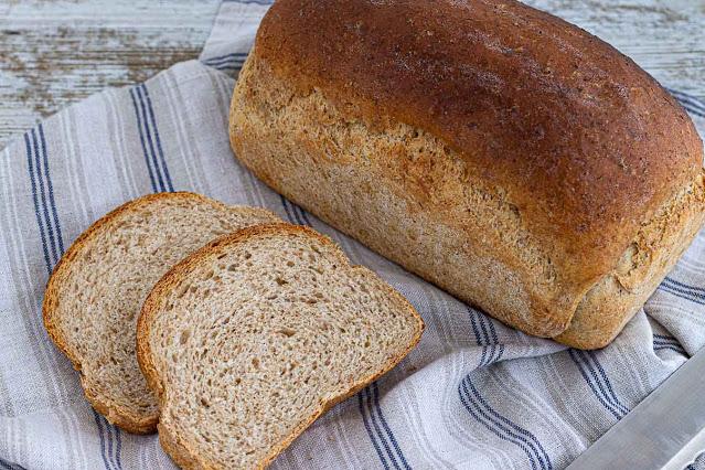 rebanadas de pan casero con harina integral