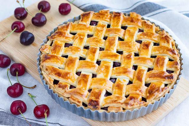 tarta casera con cerezas