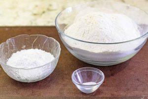 tarta de cerezas casera mezclar harina azucar y sal