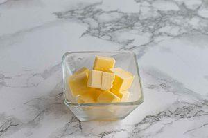 agregar mantequilla a crema de fresas